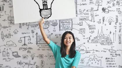 woman-draw-a-light-bulb-in-white-board-3758105
